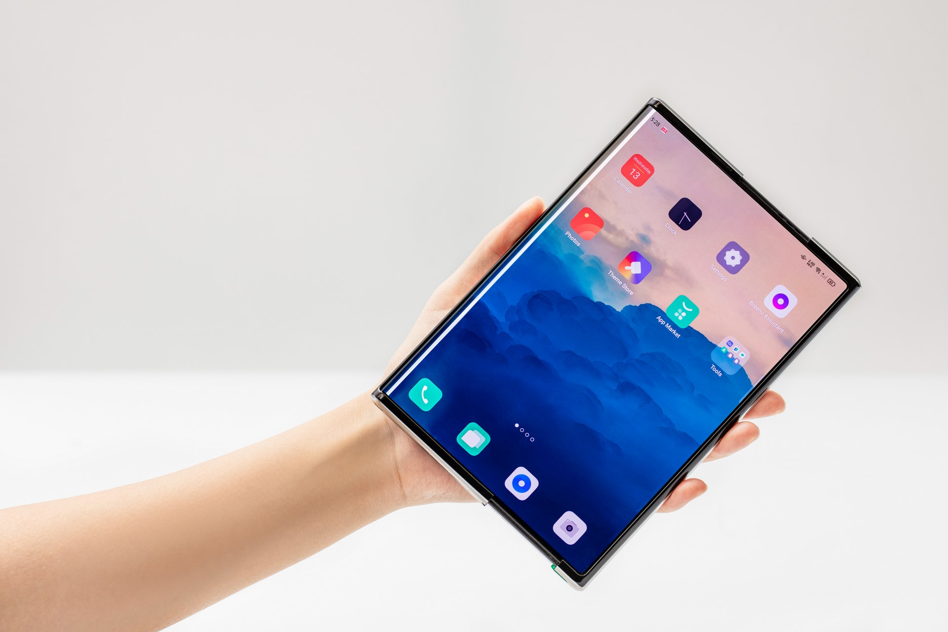 OPPO presenta en València el primer smartphone enrollable